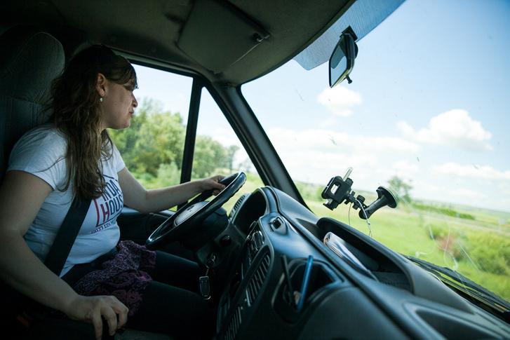 Fruzsina egy kisbusszal hozta-vitte a környékbeli falvakból a gyerekeket a foglalkozásokra