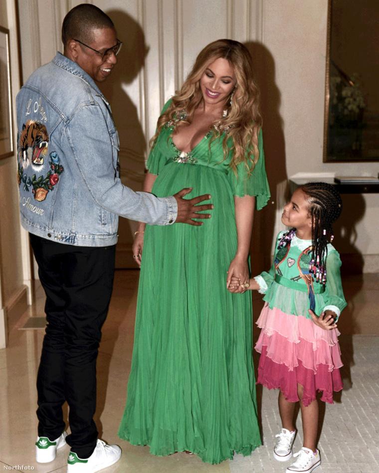 Az ikreket egyelőre csak így láthatja - Beyoncé hasában