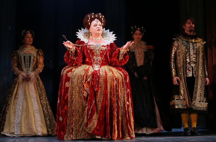 Csákányi Eszter a Madách Színház Szerelmes Shakespeare című előadásában