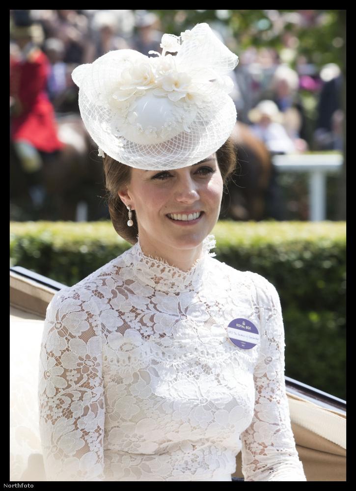 Megkezdődött a királynő lóversenye, azaz az öt napon keresztül tartó ascoti derbi, ami minden évben kevésbé a lovakról, mintsem a megjelentek öltözékéről szól