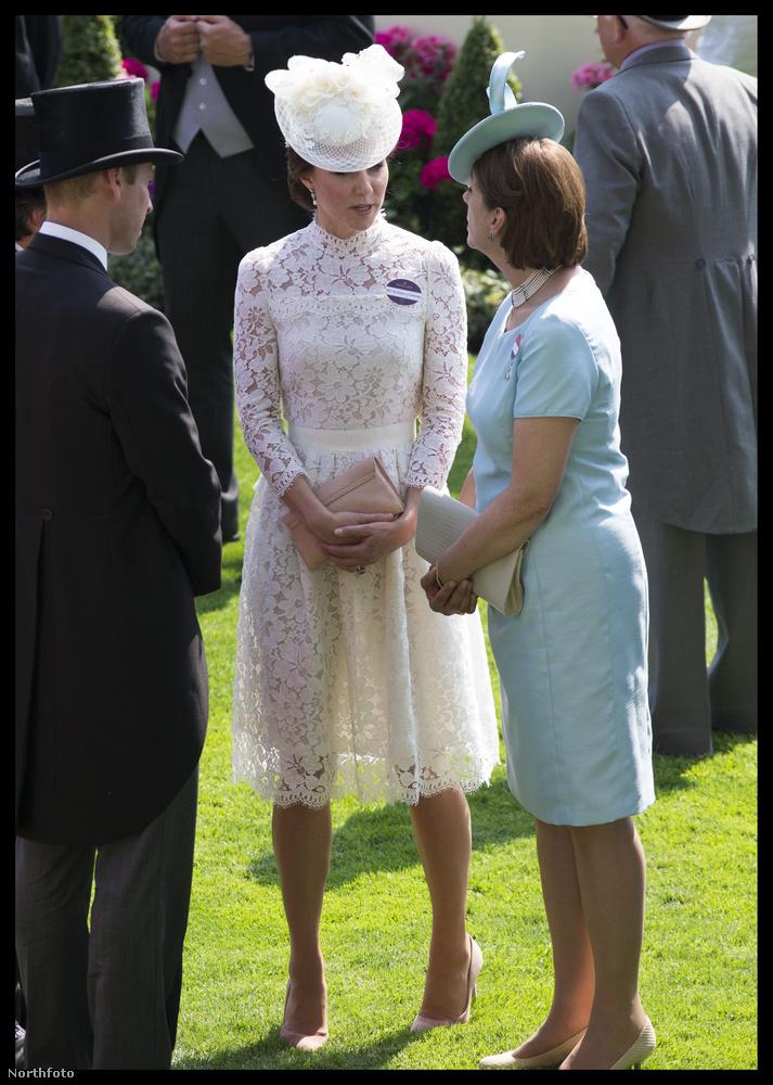 Látja? Ennyire sokat a hercegné lábából csak akkor látunk, mikor valamilyen divatbaleset történik vele.
