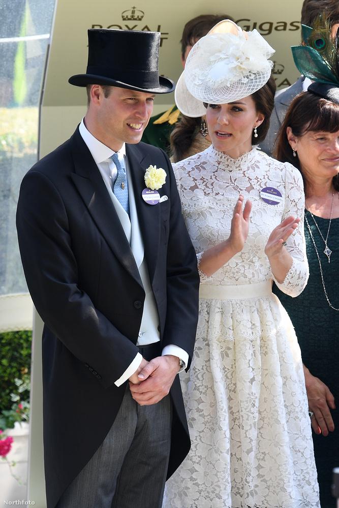 Vilmos herceg felesége ugyanis egy esküvői ruhának is beillő csipkés, Alexander McQueen dresszt választott, ami valamivel jobban átlátszott, mint azt tőle megszoktuk.