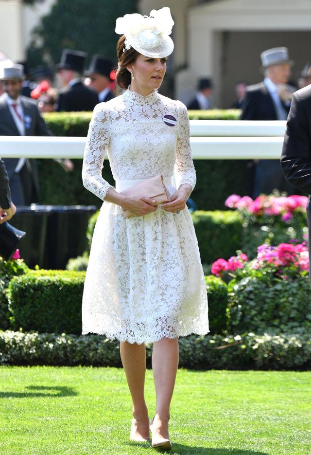 Sokak szerint Katalin hercegné Dianáról emlékezett meg, aki 40 évvel ezelőtt egy hasonló szettben érkezett a derbire.