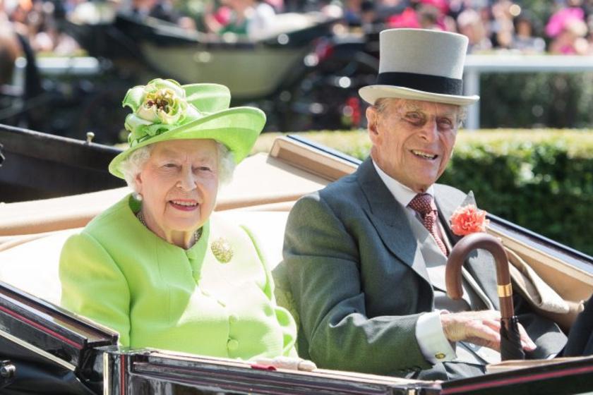 Fülöp herceg és Erzsébet királynő a tegnapi derbin.