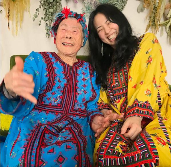 Mori és nagymamája mindig is imádták egymást, és jól szórakoztak együtt.