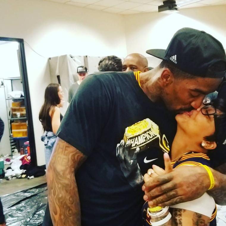 A nő a Cleveland Cavaliers játékosában, JR Smith-ben találta meg a nagy Ő-t