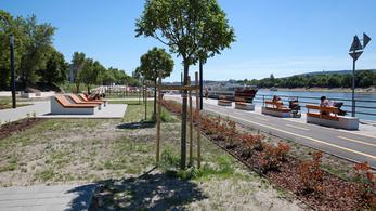Vendéglátóknak adnák ki a lezárt pesti alsó rakpartot és a Városháza parkot
