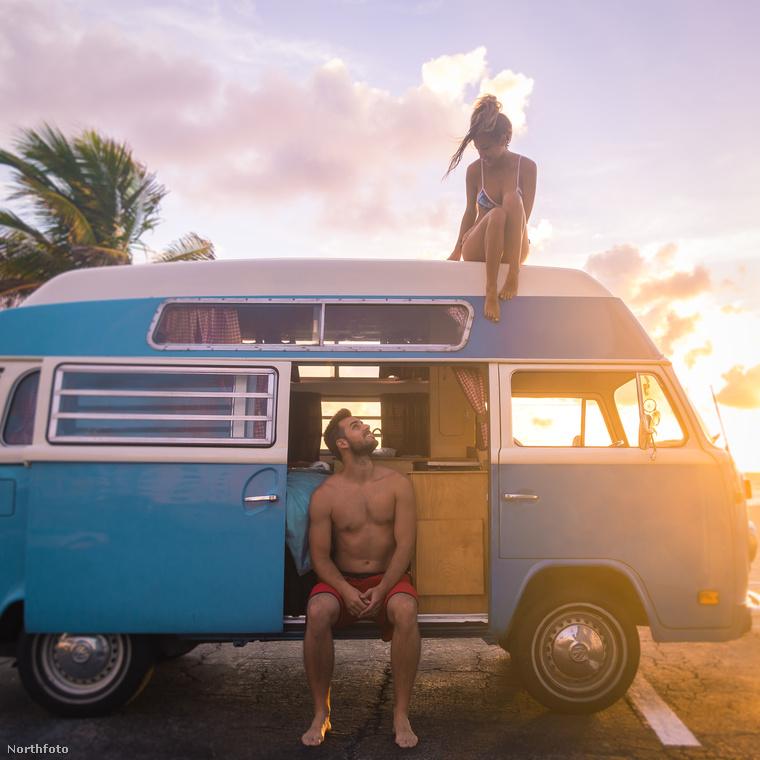 Ismerje meg Sabrina és Jimmy Horelt!26 évesek, házasok, és úgy döntöttek, hogy otthagyják munkahelyüket, és egy 1973-as Volkswagen kisbuszban kezdenek új  életet.