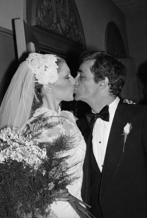 Peter Falk 1977. december 7-én vette feleségül Shera Danese színésznőt, aki korábban többször is szerepelt a Columbóban.