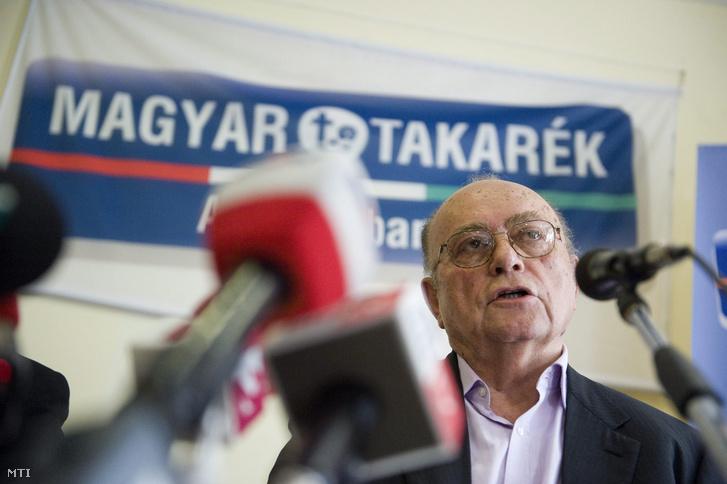Demján Sándor az Országos Takarékszövetkezeti Szövetség (OTSZ) elnöke a Vállalkozók és Munkáltatók Országos Szövetségének (VOSZ) ügyvezető elnöke a takarékszövetkezeti integrációról szóló törvényről tartott sajtótájékoztatón a Tulip Inn Budapest Millennium szállodában 2013. július 5-én.