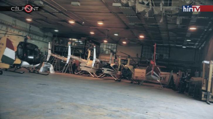 A FlyCoop helikopterei. Jobbra a HA-FLY, amely Rogán Antalt fuvarozta, balról a harmadik az a Robinson, amely Habony leszállását követően Ferihegyen járt.