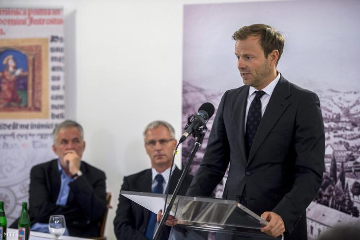 Szivek Norbert a Magyar Nemzeti Vagyonkezelő Zrt. vezérigazgatója beszédet mond a megújult pécsi Virágh-ház átadásán 2015. július 9-én.