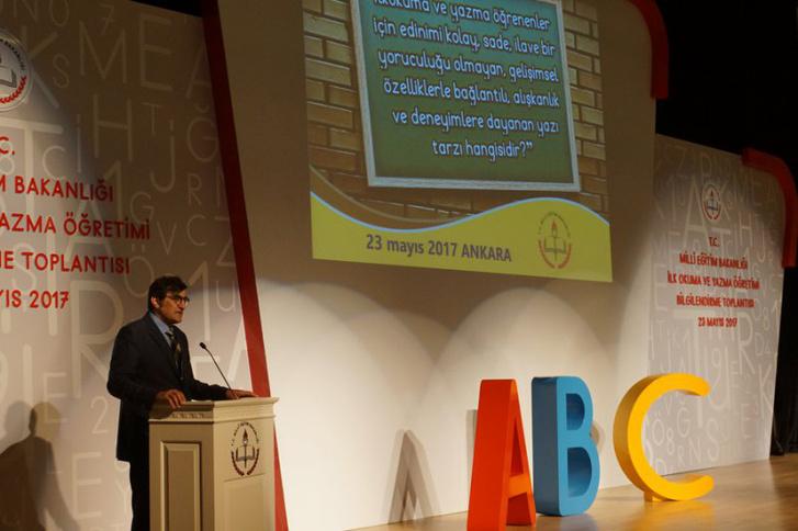Alpaslan Durmuş az egyszerűsített török ABC május 23-i bemutatóján