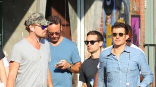 Leonardo DiCaprio a haverjaival falkába verődve fagyizik az utcán