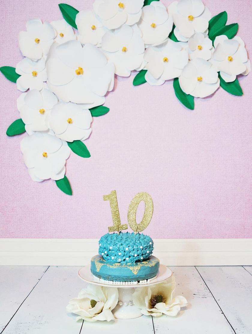 A Maggie nevéhez hűen magnóliás díszletek közé került a csodaszép torta.