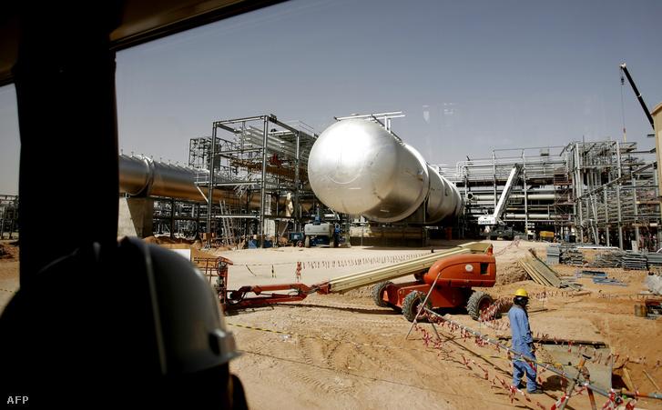 A szaúdi Aramco kőolajvezetékei a sivatagban
