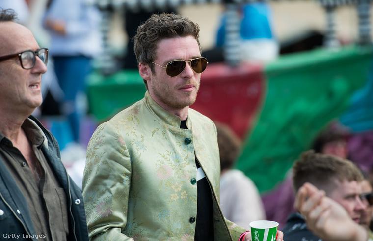 Richard Madden, azaz Robb Stark a Trónok harcából feltámadt, hogy szétnézzen a fesztiválon