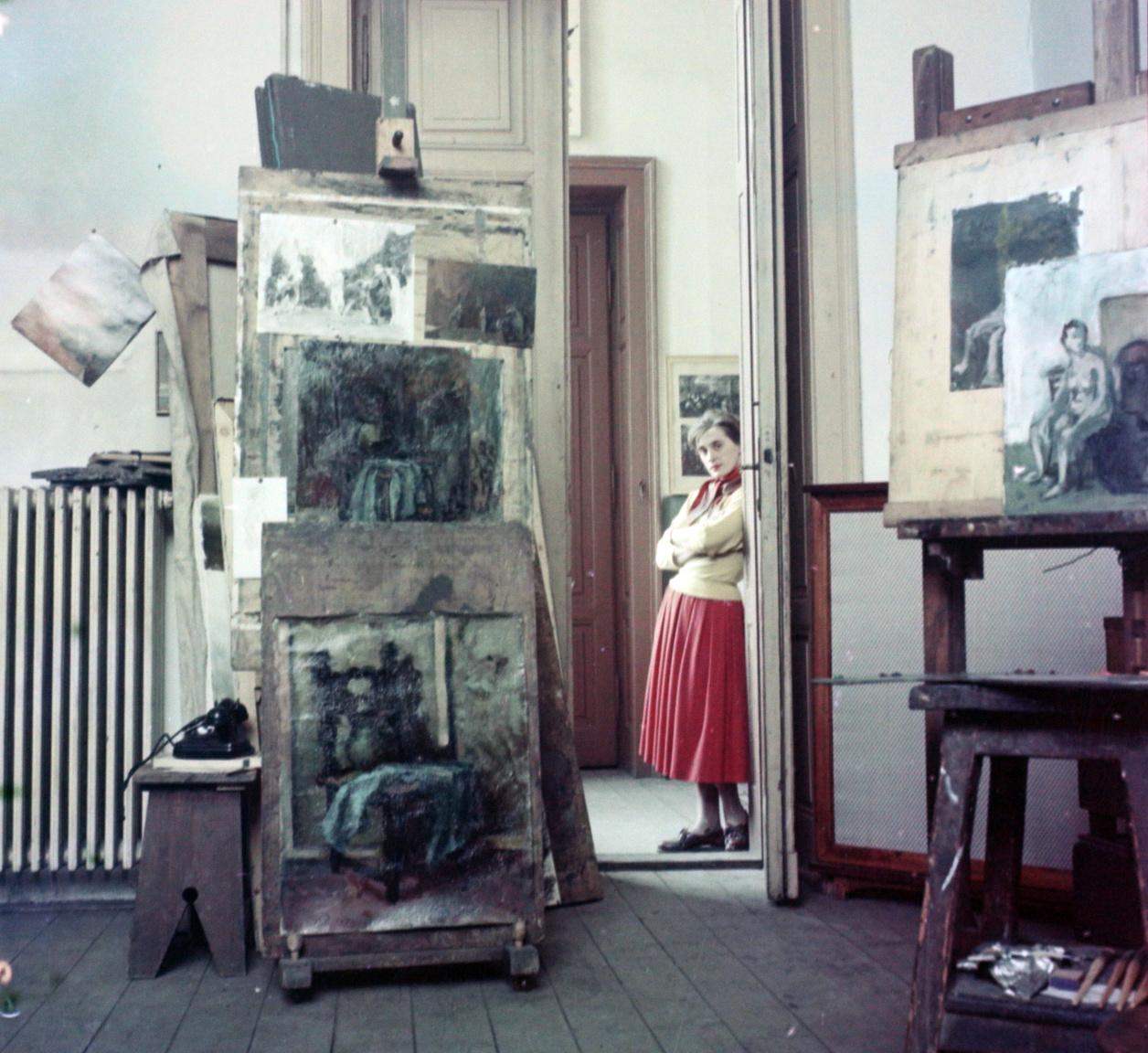 Túry Mária a Kádár Györggyel közös műterem ajtajában, 1956Túry 1955-ben jelentkezett első önálló tárlatával, és a következő pár évben nagy szakmai sikereket ért el. 1958-ban Kádár Györggyel megtervezték a Brüsszeli Világkiállítás Magyar Pavilonjának alumínium pannóját, amiért Diplôme d'honneur díjat kaptak. Festmény, gobelin, mozaik, tűzzománc, litográfia, üvegablak – számos műfajban kipróbálta magát, és pályáján kiállítások, díjak, kitüntetések kísérték. A későbbi, Széher úti Túry–Kádár-műteremben ma családi galéria működik.