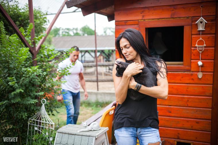 De térjünk vissza Bódi Sylvire, akivel sikerült végre egy kicsit beszélgetnünk, nemcsak arról, hogy nagy állatbarát és minden élőlényt szeret.
