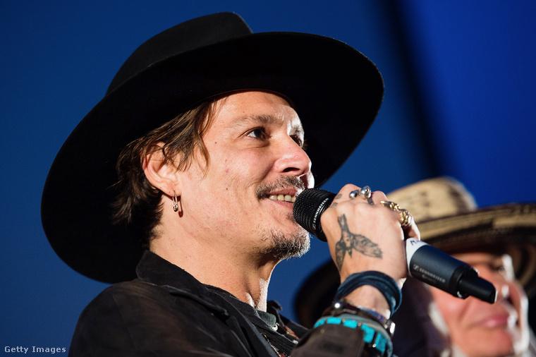 Johnny Depp a Glastonbury fesztiválon, 2017. június 22-én.