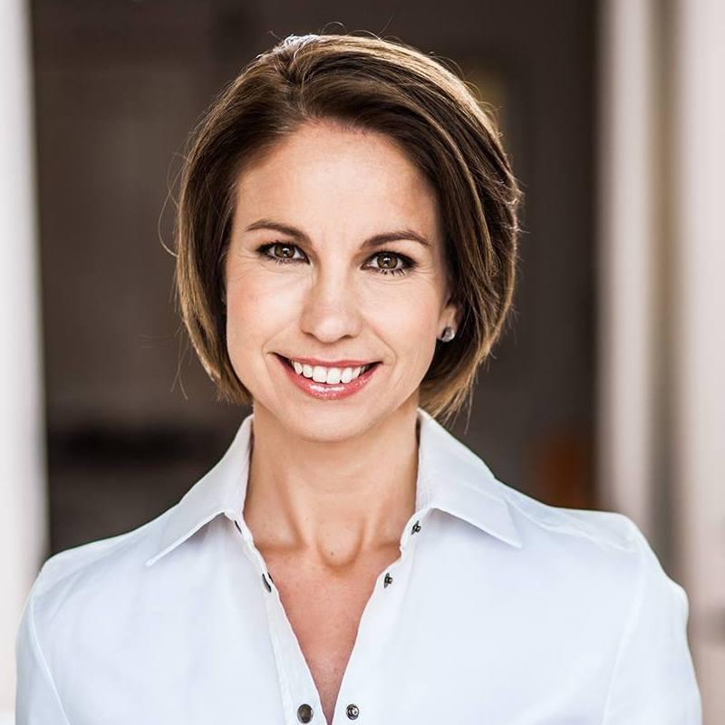 Holló Márta, az RTL Klub egykori műsorvezetője, a Fókusz egyik alapítója 2017 áprilisától híradósként látható az ATV csapatának tagjaként.
