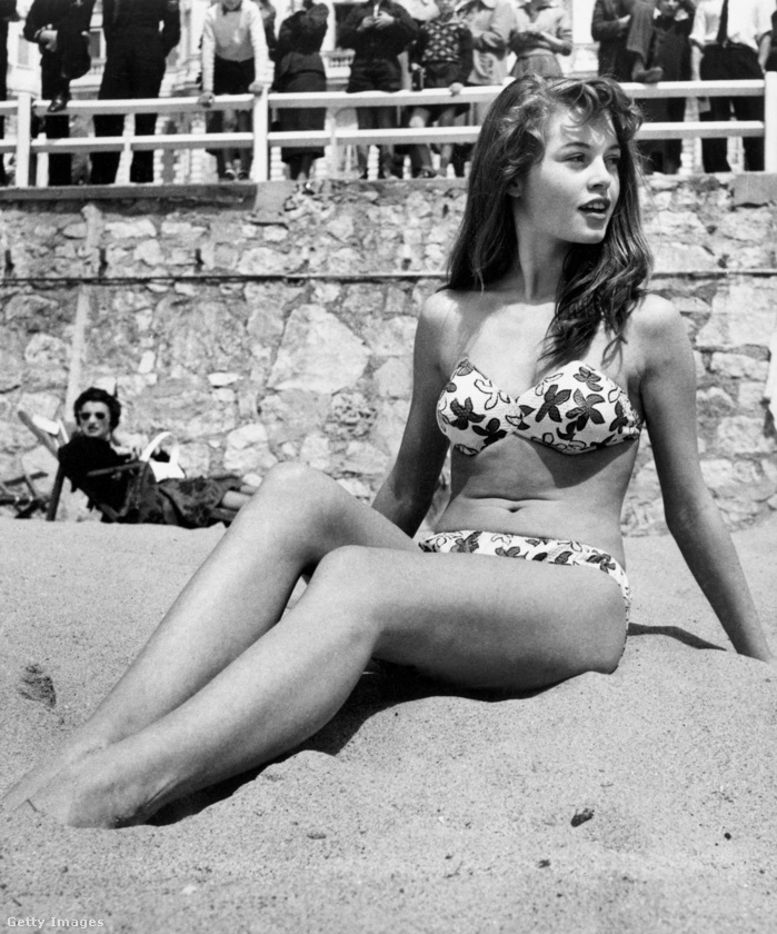 És hát elég vicces mai szemmel megnézni ezt a képet, ami az '53-as Cannes-i filmfesztiválon készült a tengerparton