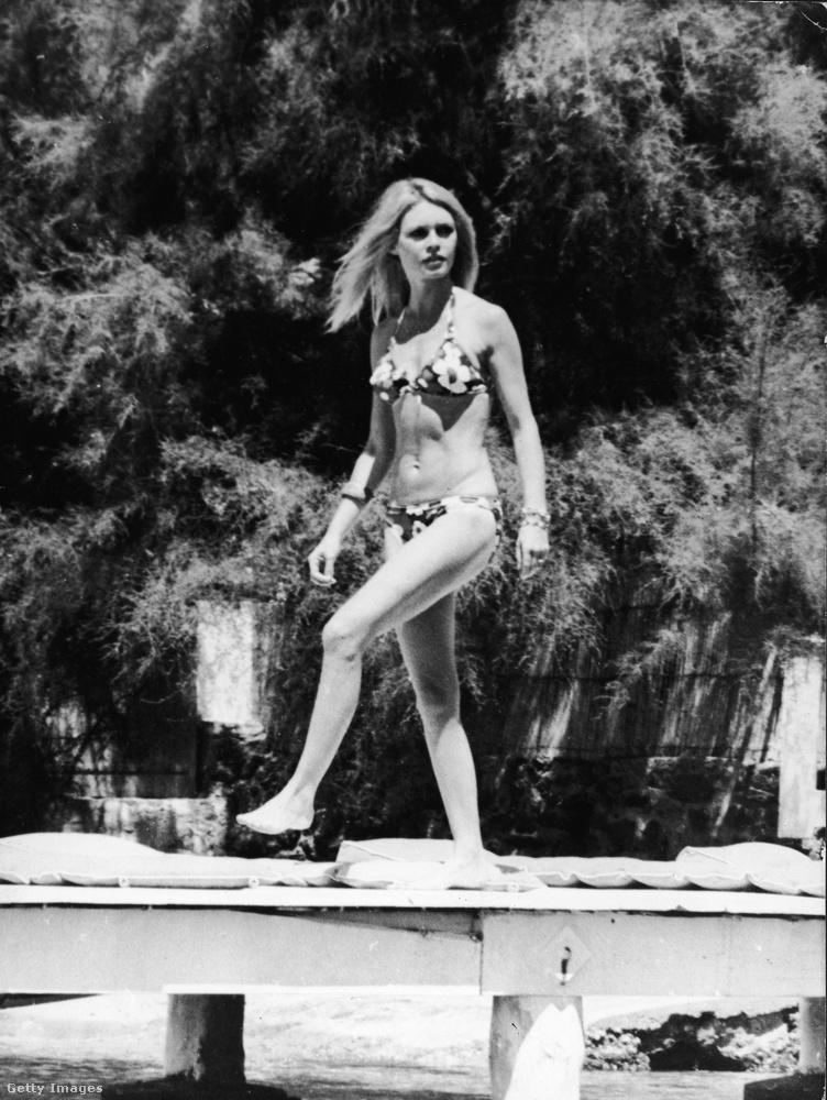 És most következzenek a hatvanas években készült, fürdőruhás fotók!