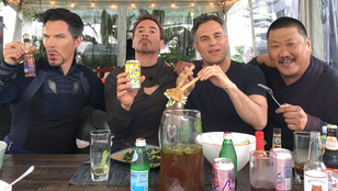 A nap képe: Benedict Cumberbatch már a Bosszúállók csapatával ebédel!