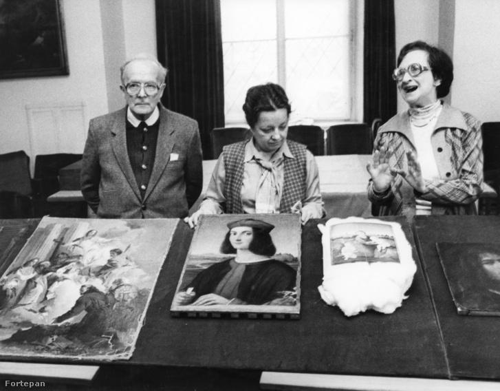 Szépművészeti Múzeum, az 1983-ban ellopott majd megtalált festmények. Jobbra Dr. Garas Klára főigazgató.