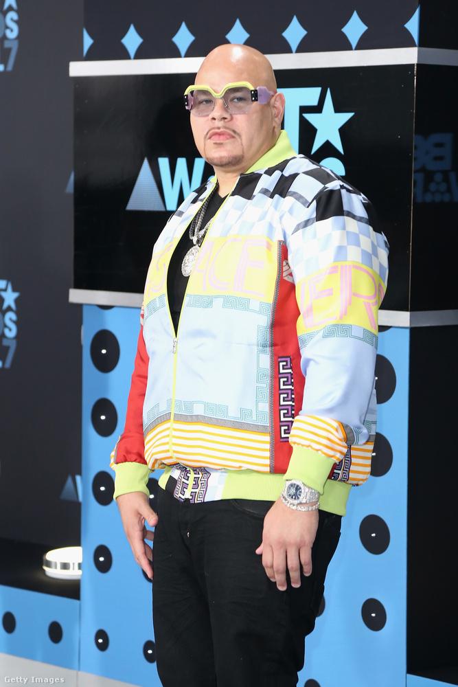 Fat Joe-nak nyilván rendesen meg kellett indokolnia, hogy mit keres itt fehér férfiként a fekete amerikaiak rendezvényén