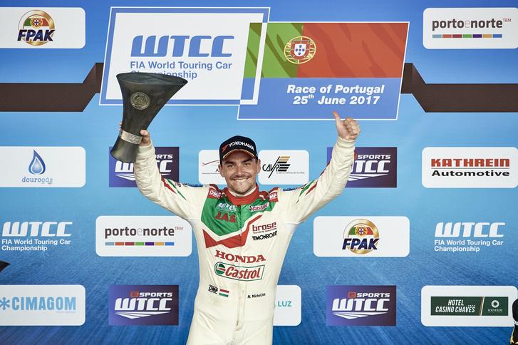 Michelisz Norbert a portugáliai futamgyőzelme után