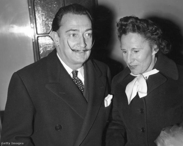Salvador Dalí és felesége, Gala. Ha hihetünk a híreknek, akkor Pilar Abel Martínez is pont így néz ki, mínusz a bajusz.