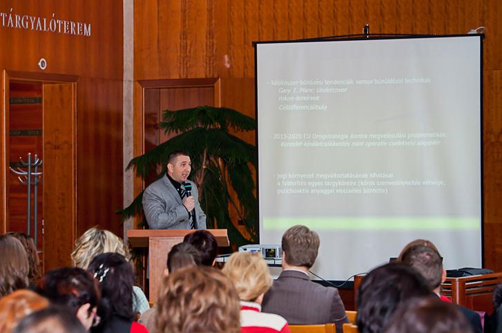 Tilk Ferenc a kábítószer elleni küzdelem címmel rendezett szakmai konferencián 2013. november 29-én.