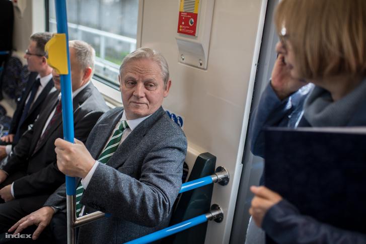 Tarlós István főpolgármester a M3-as vonalon közlekedő első felújított metrószerelvényen 2017. március 20-án