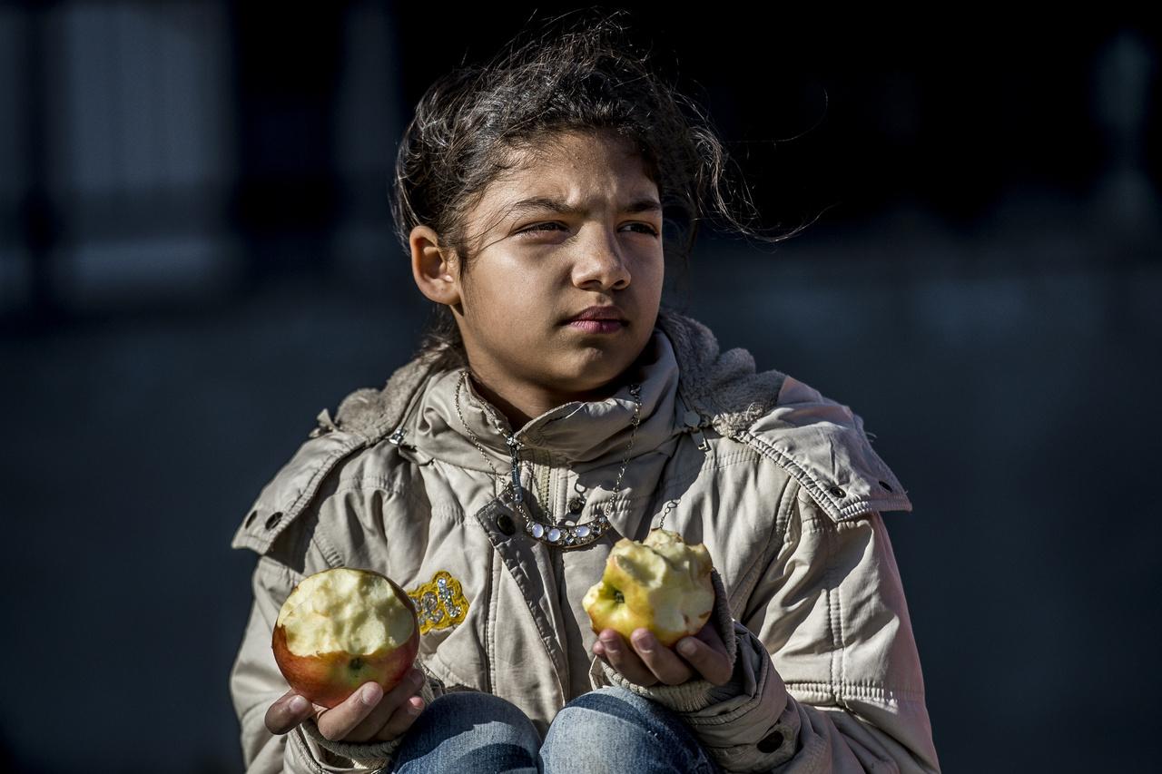 A gyerekek 80-85 százaléka hátrányos helyzetű. Huszadika utáni gondokkal küzdenek. Tehát amikor elfogy a fizetés vagy a közmunkából kapott segély akkor már minden tíz forintnak megvan a helye.