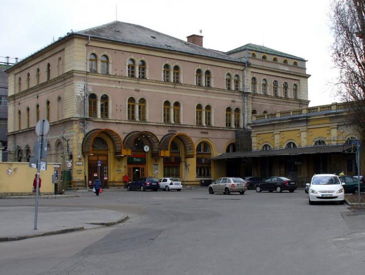 A Keleti pályaudvarnál lévő főposta napjainkban, ahol Hollósi dolgozott