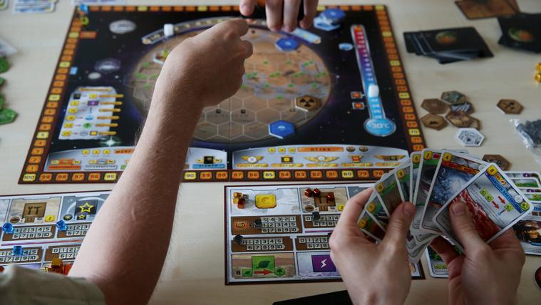 Tizenhat testvér, egy családi vállalkozás, egy játék és a világsiker