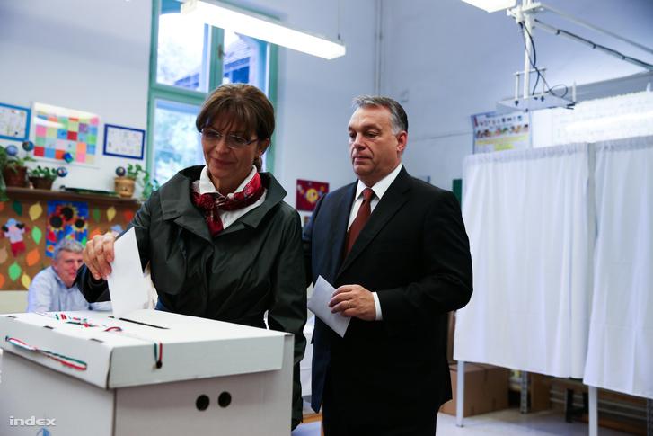 Orbán Viktor és felesége, Lévai Anikó adja le szavazatát a betelepítési kvótáról szóló népszavazáson 2016-ban.