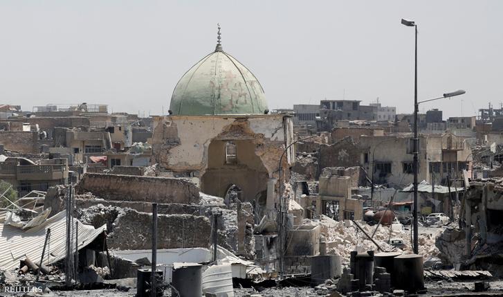 A felrobbantott al-Nuri mecset.