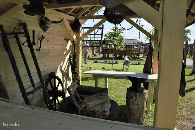 A dinnyési Várparkban népi használati eszközöket is láthatunk