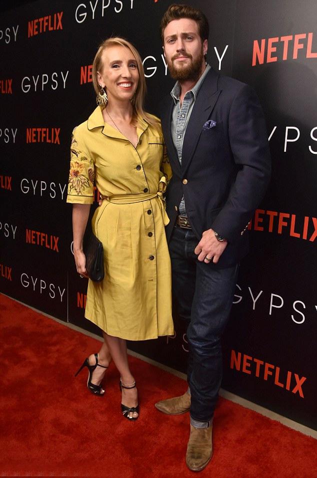 Tegnap a Gypsy című sorozat premierjén kapták le a párt, akik még ott sem bírták ki, hogy ne bújjanak össze.