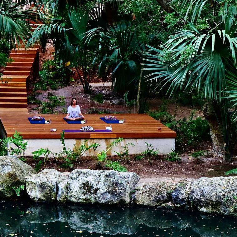 Mivel a wellness központi szolgáltatásként van jelen a hotelban, nem meglepő ez a környezet egy kellemes reggeli jógázáshoz