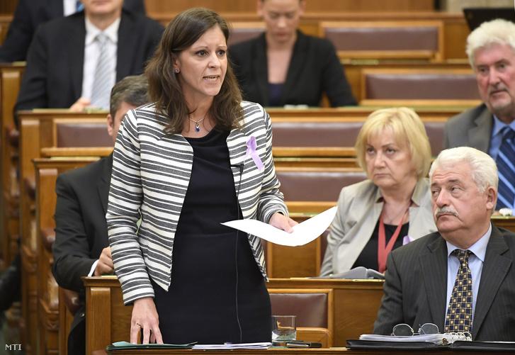 Szél Bernadett az LMP képviselője napirend előtt felszólal az Országgyűlés plenáris ülésén 2017. június 12-én.