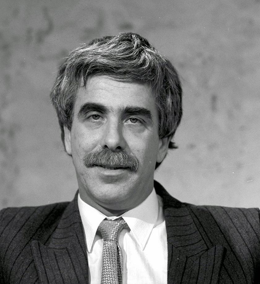 """""""Nekem az Ablak egyet jelent Déri Jancsival"""", mondta Friderikusz Sándor. Hazánk legendás műsorvezetője 1992-ben hunyt el tüdőrákban. 41 éves volt."""