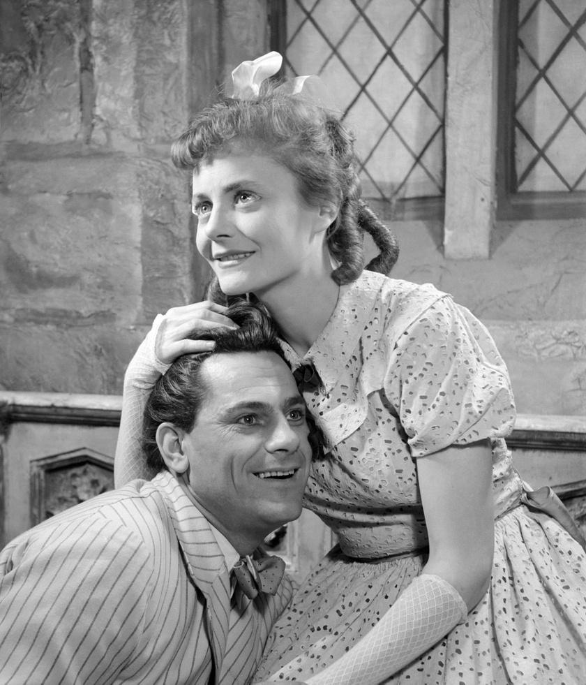 Simon György és Temessy Hédi 1955-ben József Attila Színházban George Bernard Shaw: Warrenné mestersége című darabjában, amelyet Vámos László rendezett.