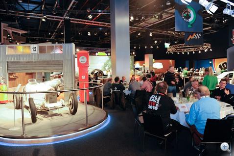 Itt vacsoráztunk. Csorgott a nyálunk. Két fogás között kiállítást nézni Nürburgring témában, nem semmi élmény...