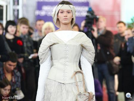 Temetési divatbemutató Moszkvában