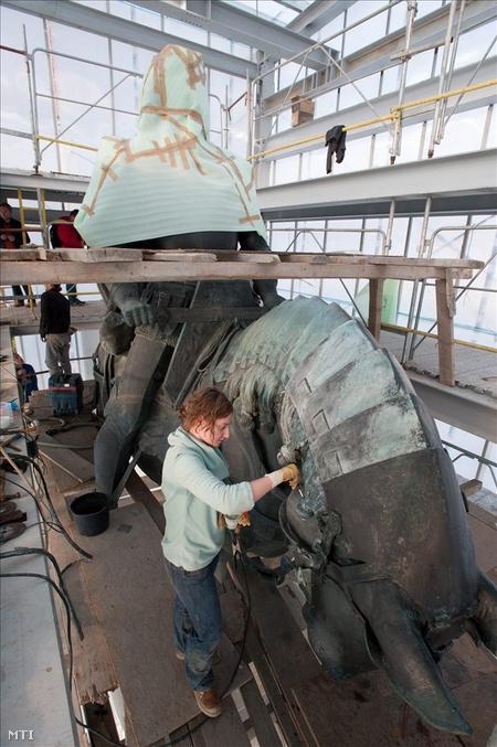A restaurált kolozsvári Mátyás-szoborcsoport amiben az időkapszulát elhelyezték