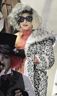 Lady Gaga Belfastban, október 30-án, Halloween-jelmezben.