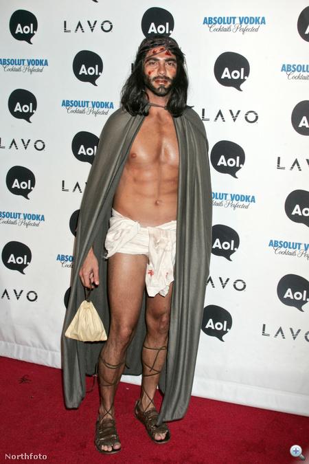 Ez a rémisztő Jézus is exéről híres. A képen látható Lorenzo Martone a divattervező Marc Jacobsszel járt